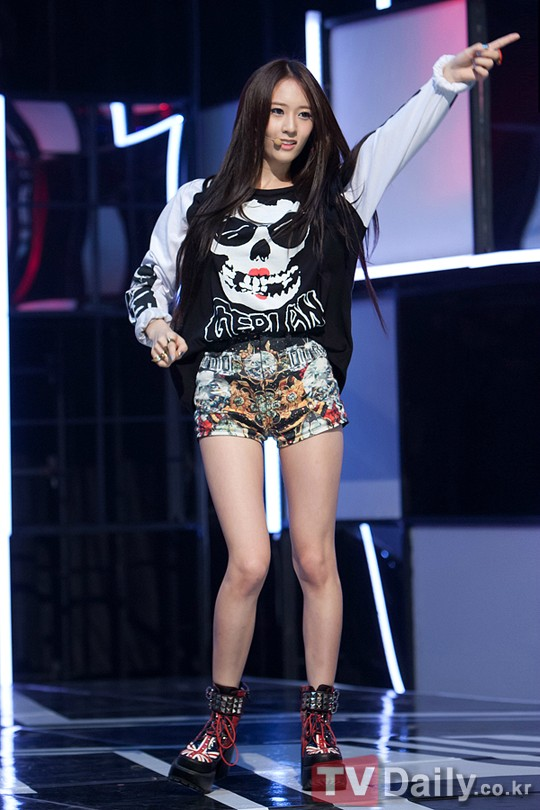 Lolll~ Beauty + Fashion + Kpop: Krystal - Electric Shock ... F(x) Krystal Electric Shock