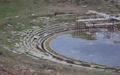 Ανοίγει και πάλι τις πόρτες του το αρχαίο θέατρο της Μεγαλόπολης