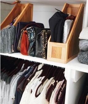 Decoraci n de dormitorios c mo guardar las carteras o - Guardar bolsos en armario ...