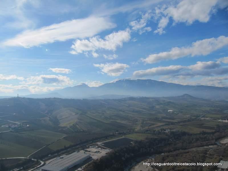 Monte Piselli Ascoli vista da Castel di Lama