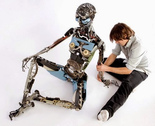 05-Jeremy Mayer-Typewriter-Robot-Sculptures-www-designstack-co