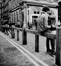 Duando dos personas necesitan verse cada vez más el uno al otro, y menos a los demás