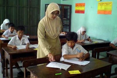 Sertifikasi guru adalah salah satu upaya untuk meningkatkan profesionalisme guru