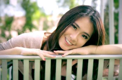 Hermosa mujer sonriendo - Beatiful girl smiling