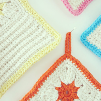 ByHaafner, potholders, crochet, crocheted flower, white and pastels, pattern What you sow blog