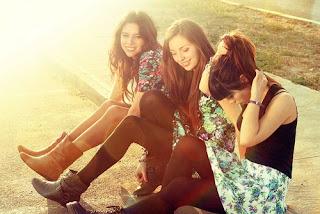 Amigo não é aquele que diz sim a tudo, mas sim aquele que sabe dizer não na hora exata.