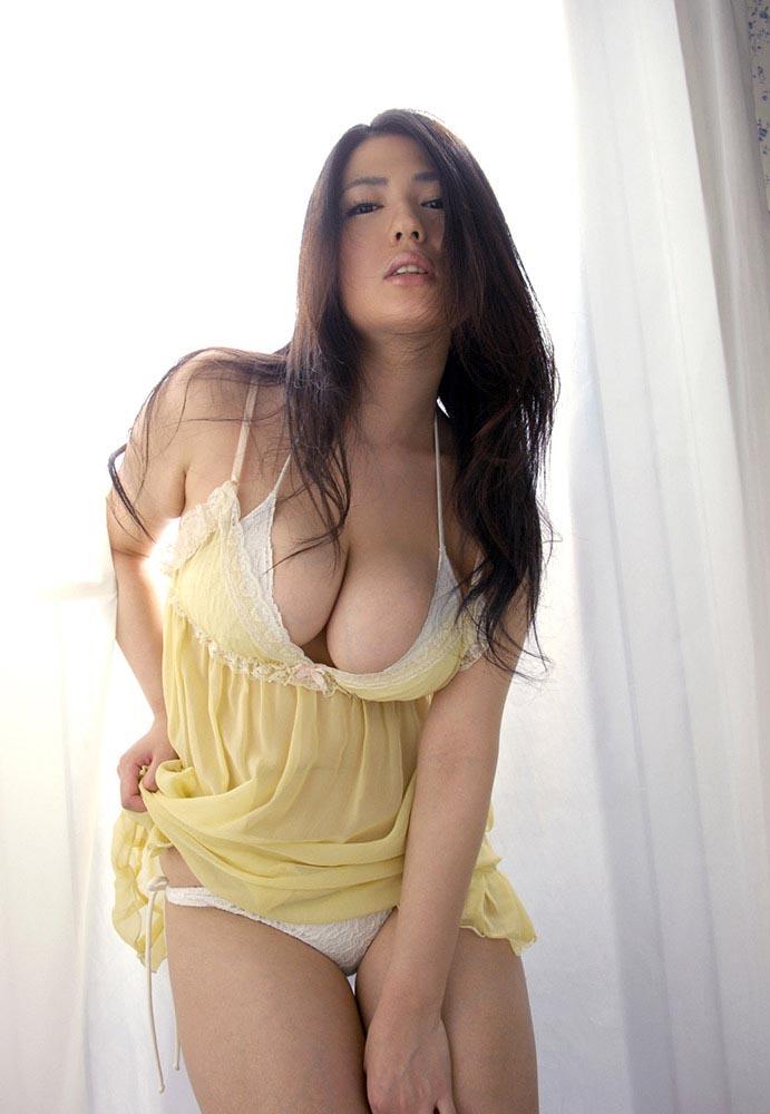 nonami takizawa sexy yellow dress 04