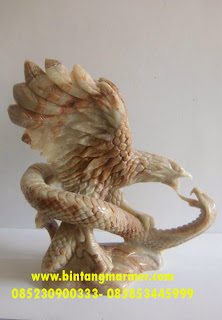 Patung Garuda Tarung dengan Cobra