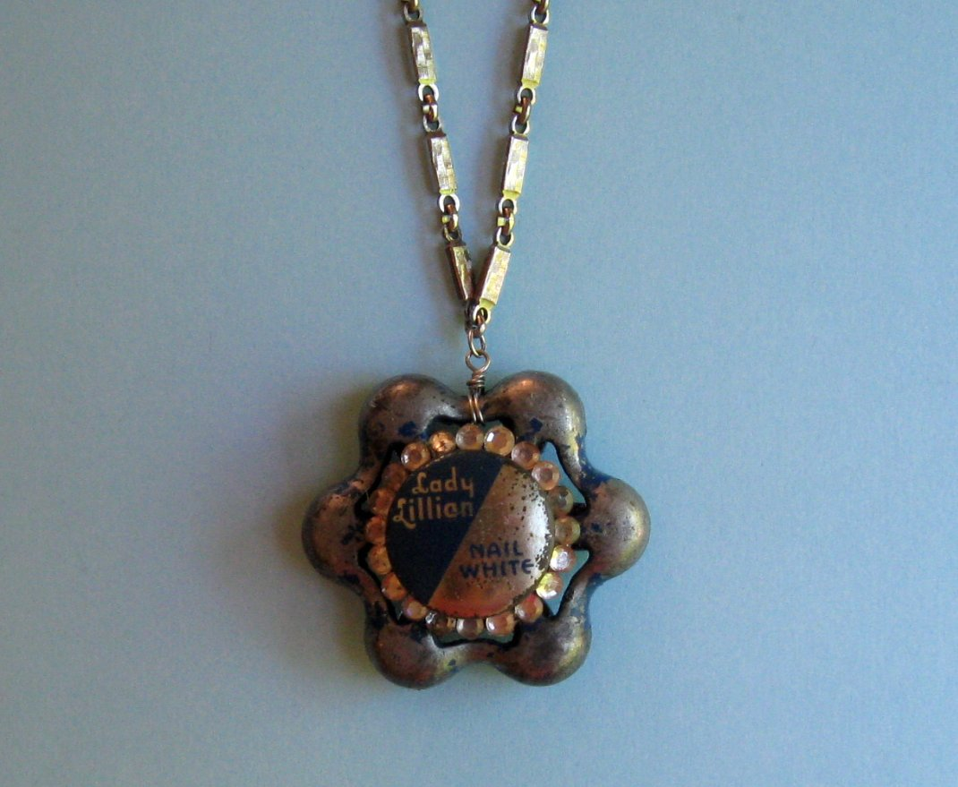 Twitch and whiskers a three in one necklace plus seven new lockets look 1 lid on mozeypictures Choice Image