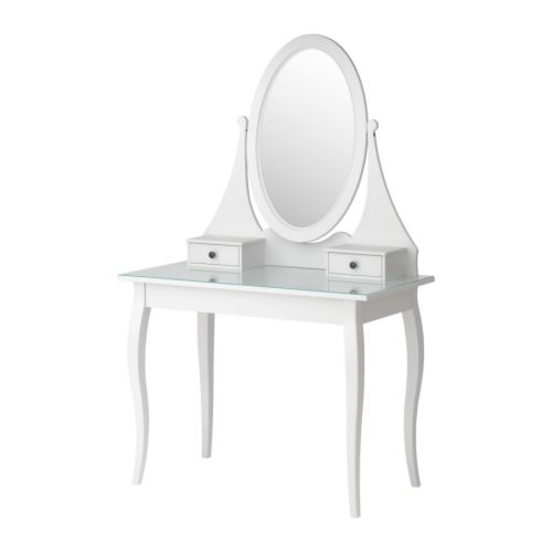 Queen lucii my diy budget vanity dressing table with ikea for Ikea hemnes vanity table