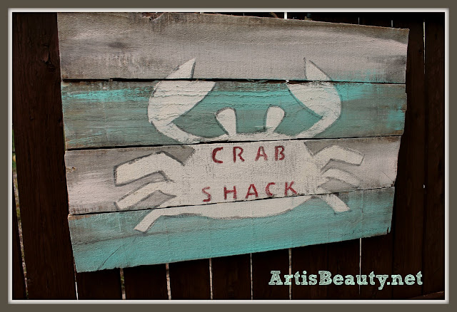 repurposed-crab-shack-pallet-art