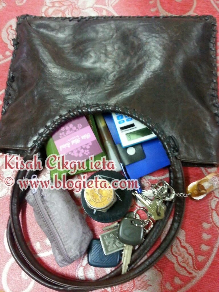 #kelabbloggerbenashaari, #entrykelabbloggerbenashaari, #cabaran30hari, Kisah blogger, UPDATE BLOG, Cabaran 30 Hari, Peribadi, Entry Kelab blogger Ben Ashaari, Kelab blogger Ben Ashaari, Apa ada dalam Handbag anda?, Handbag, Apa ada, dalam, Apa ada dalam, Apa, Apa ada dalam handbag?, Apa di dalam handbag anda?, Apa di dalam handbag?, Dalam handbag ada apa? Apa di dalam handbag saya?, Kisah Cikgu ieta, Cermin mata, beg tangan, minta izin pinjam, calculator comel, buku nota, kunci rumah, kunxi kereta, bedak muka, spray perfume, beg syiling, Beg duit, Kad bisnis, Sampul duit, kira untung rugi bisnis