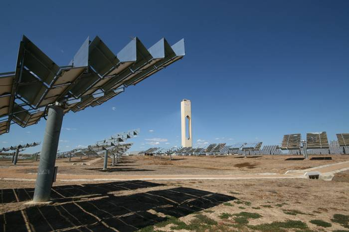 The PS10 solar power tower is the first commercial plant in the world to use tower technology. This 11 MW tower is located at the Solúcar Complex in Sanlúcar la Mayor (Seville). PS10 went online in mid-2007 and the plant has been operating successfully since then, supplying clean energy to the power grid.