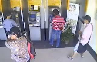 MENCURI DI MESIN ATM BANK