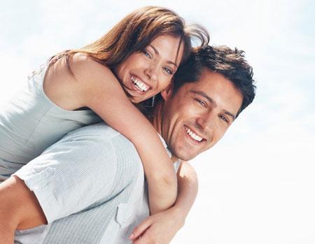 أفكار رومانسية لتجديد الحياة الزوجية - زوجان سعيدان - حب ورومانسية - happy couple - love and romance