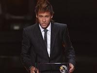 O atacante Neymar do Santos conquistou o Prêmio Puskas, do gol mais bonito