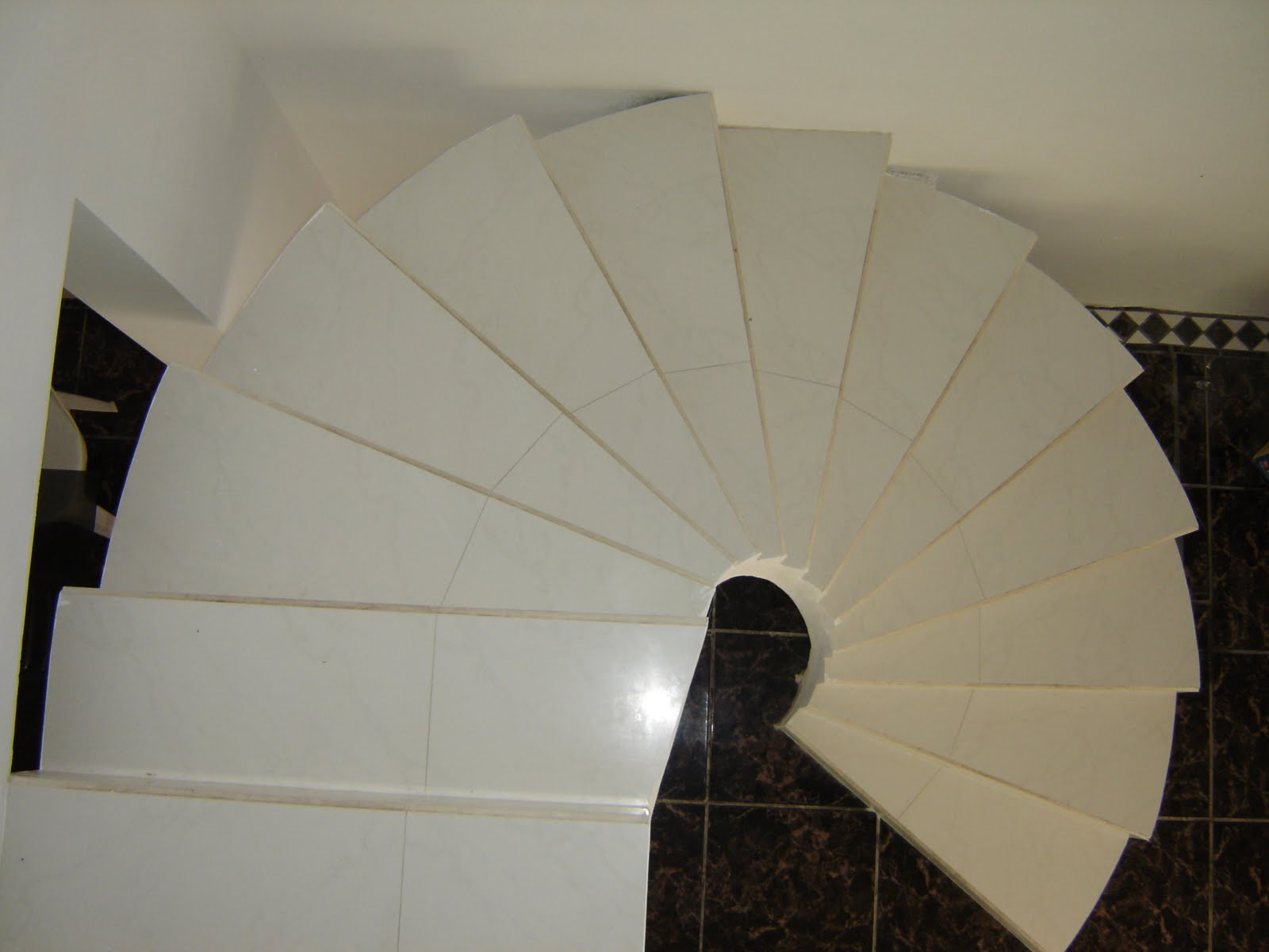 Remodelando tepic escalera con piso rectificado for Escalera caracol 2 pisos