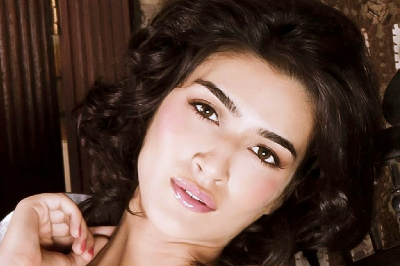 Kriti Sanon HD wallpapers Free Download