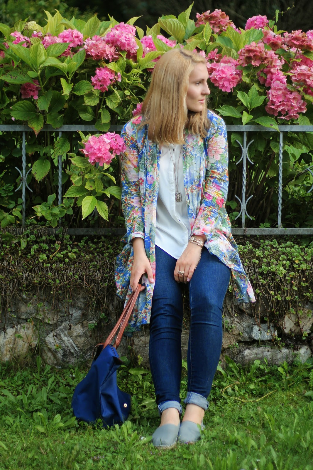 Fashionblogger Austria / Österreich / Deutsch / German / Kärnten / Carinthia / Klagenfurt / Köttmannsdorf / Spring Look / Classy / Edgy / Summer / Summer Style 2014 / Summer Look / Fashionista Look /   / Summer Look / Skinny Levis Jeans / Espadrillas Grey Espadrij / Longchamp Blue Le Pliage L / Kimono Flowers / Owl Necklace / Summer Look / How to Style KImono / Only / Forever 21 /