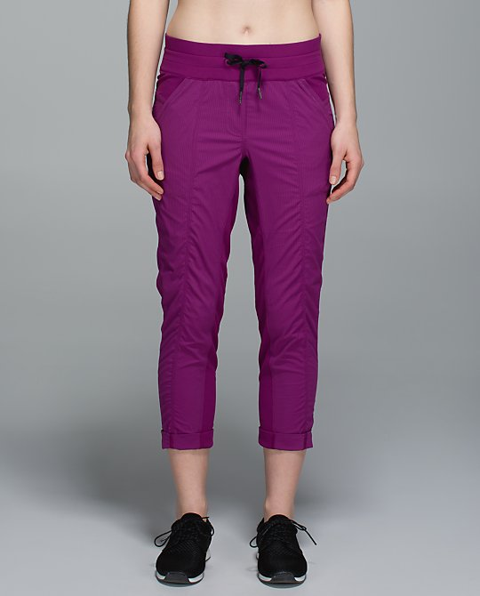 lululemon-regal-plum street-to-studio-crop
