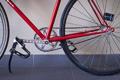 Sepeda Fixie Balap Minimalis Merah