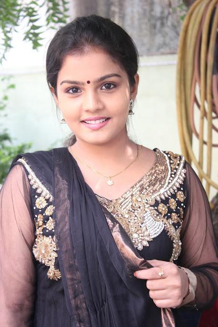 Anba-Azhaga-Heroine-Preethi-Shankar-at-Movie-Press-Meet