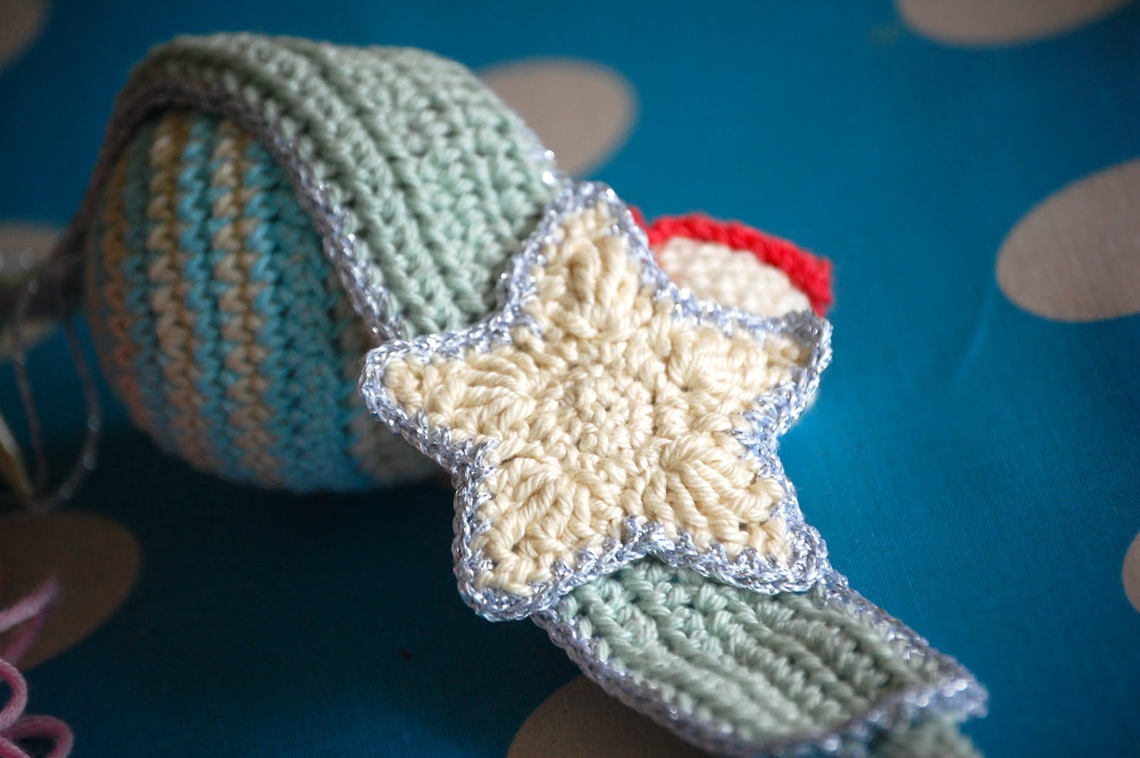 Free Crochet Pattern Christmas Star : Greedy For Colour: A Quick Crochet Star Pattern.
