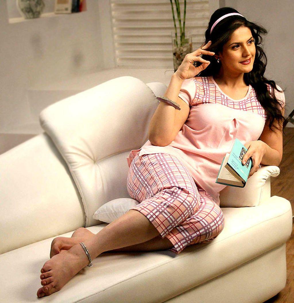 http://2.bp.blogspot.com/-r25EG2JC6po/TbQEkdsLqDI/AAAAAAAAB5I/StPzoAnbb0Y/s1600/Zarine+khan.jpg