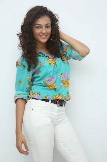 Seerath Kapoor Glamorous Picture shoot 067.jpg