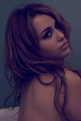 Miley Cyrus Nude in a Bathtub For Liam Hemsworth