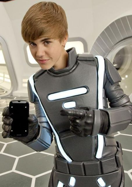 hot justin bieber wallpapers 2011. hot justin bieber 2011
