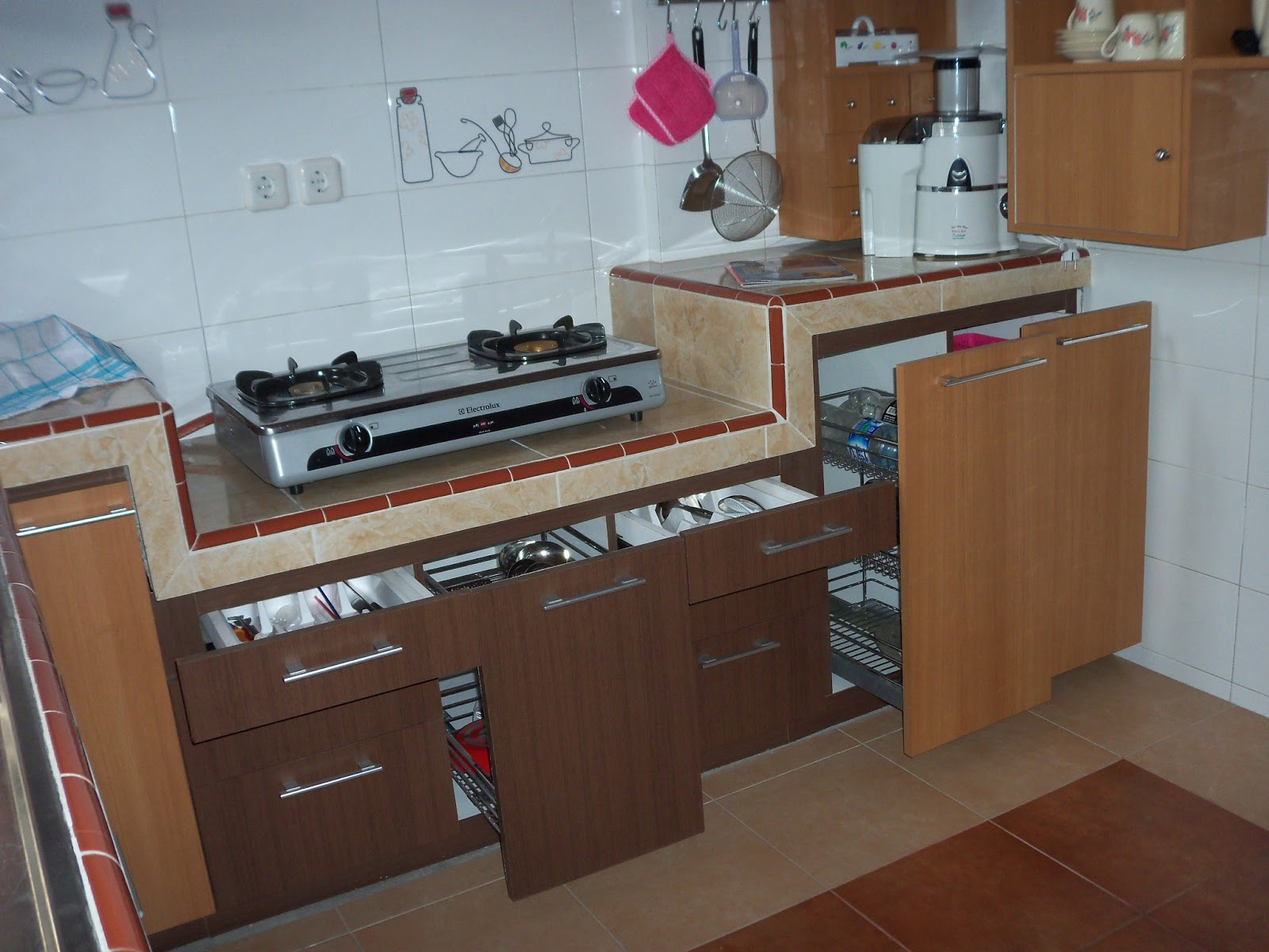 Kitchen set malang surabaya kitchensetminimalismurah for Ukuran rak piring kitchen set
