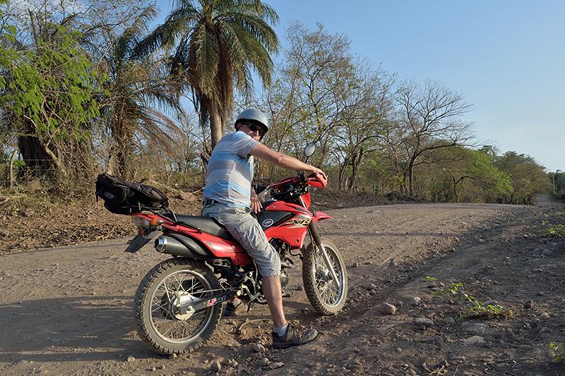 En moto sur l'île d'Ometepe