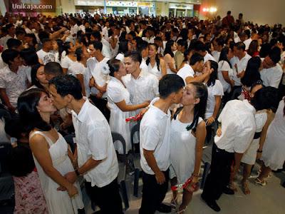 image 1 Foto Pernikahan Massal di Hari Valentine