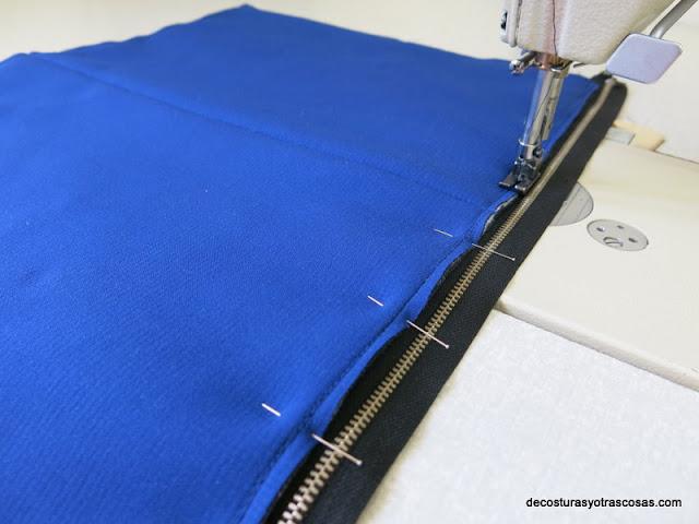coser una cremallera en un bolso