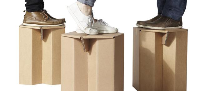 Empresa fabrica móveis de papelão reciclável