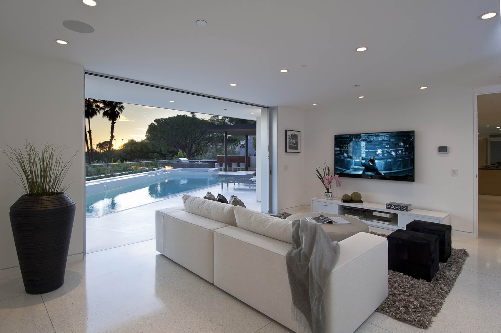 World of architecture impressive modern home in hollywood for Casas super modernas
