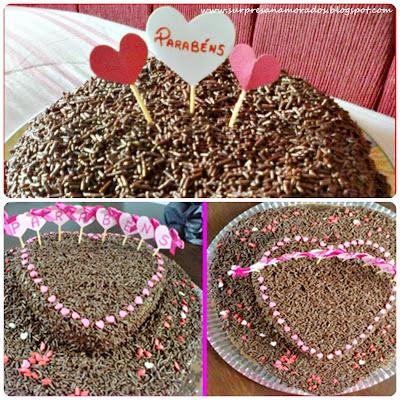 bolo de chocolate com varal e bandeirinhas