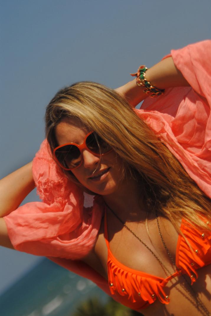 Bikini flecos naranja, blogger Mónica Sors