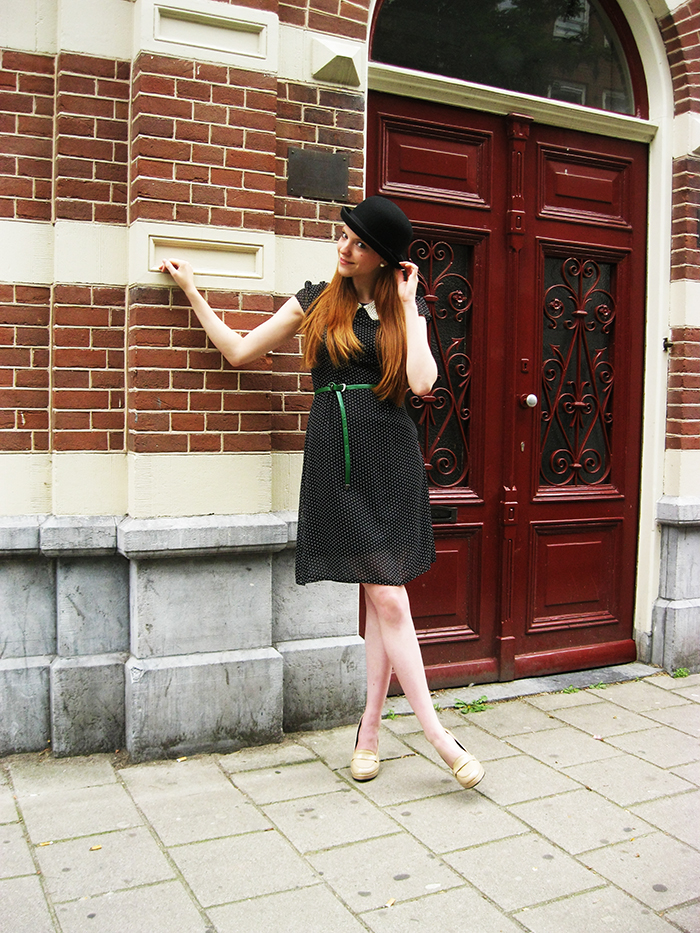 personal style fashion blogger outfit preppy bowler hat bolhoed pearls