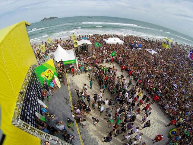 10 Crowd Oi Rio Pro WSL  Kelly Cestari