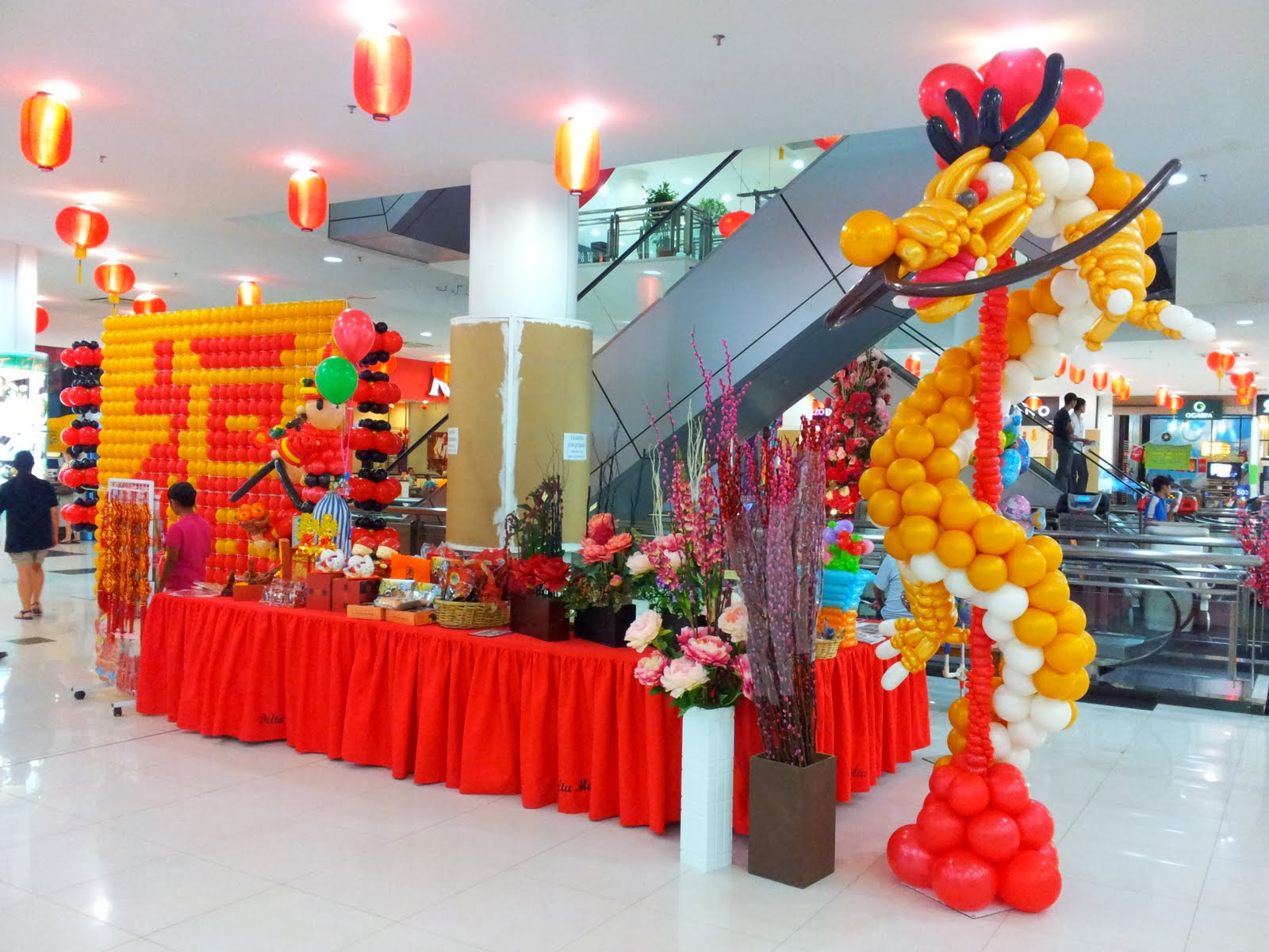 Balloon decorations for weddings birthday parties for Chinese decorations