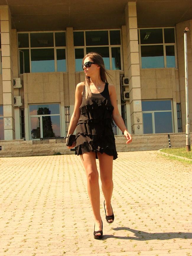 Madanska,Lookture, H&M black frills dress, Gucci sunglasses, Marc Jacobs bag, Asos shoes