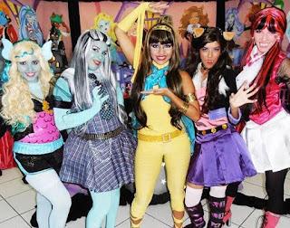 Bailinho infantil no Pátio Alcântara com a turma do Monster High