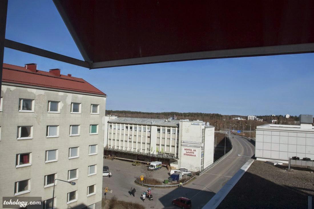 A view from the room of Original Sokos Hotel Vaakuna, Mikkeli // Вид из номера в сторону ж/д станции и парка