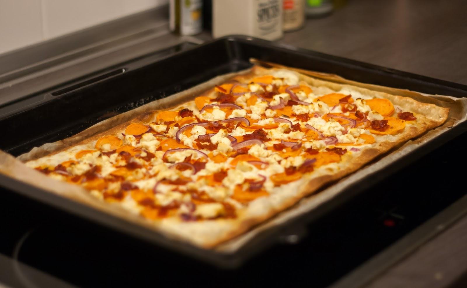 sugar and spice flammkuchen mit s kartoffel chorizo und feta. Black Bedroom Furniture Sets. Home Design Ideas
