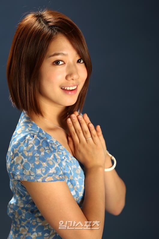 yonghwa denies dating park shin hye and jang