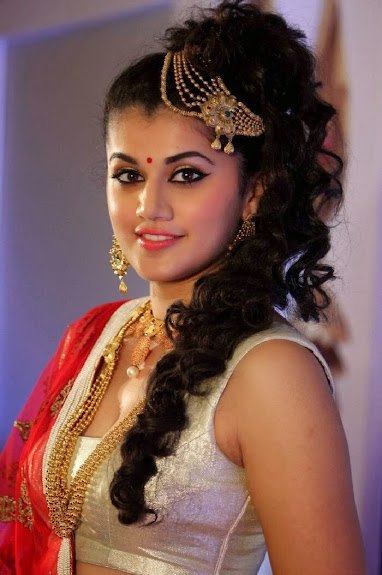 Bollywood, Tollywood, superb,Taapsee pannu photos in ethnic dress at azva jewellery in trivandram