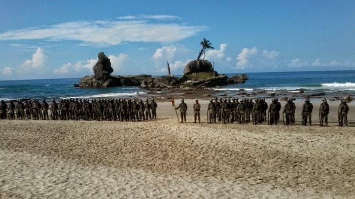Upacara penutupan pendidikan Komando Angkatan 97 di Pantai Permisan, Cilacap, Jawa Tengah, Minggu (1/3/2015).