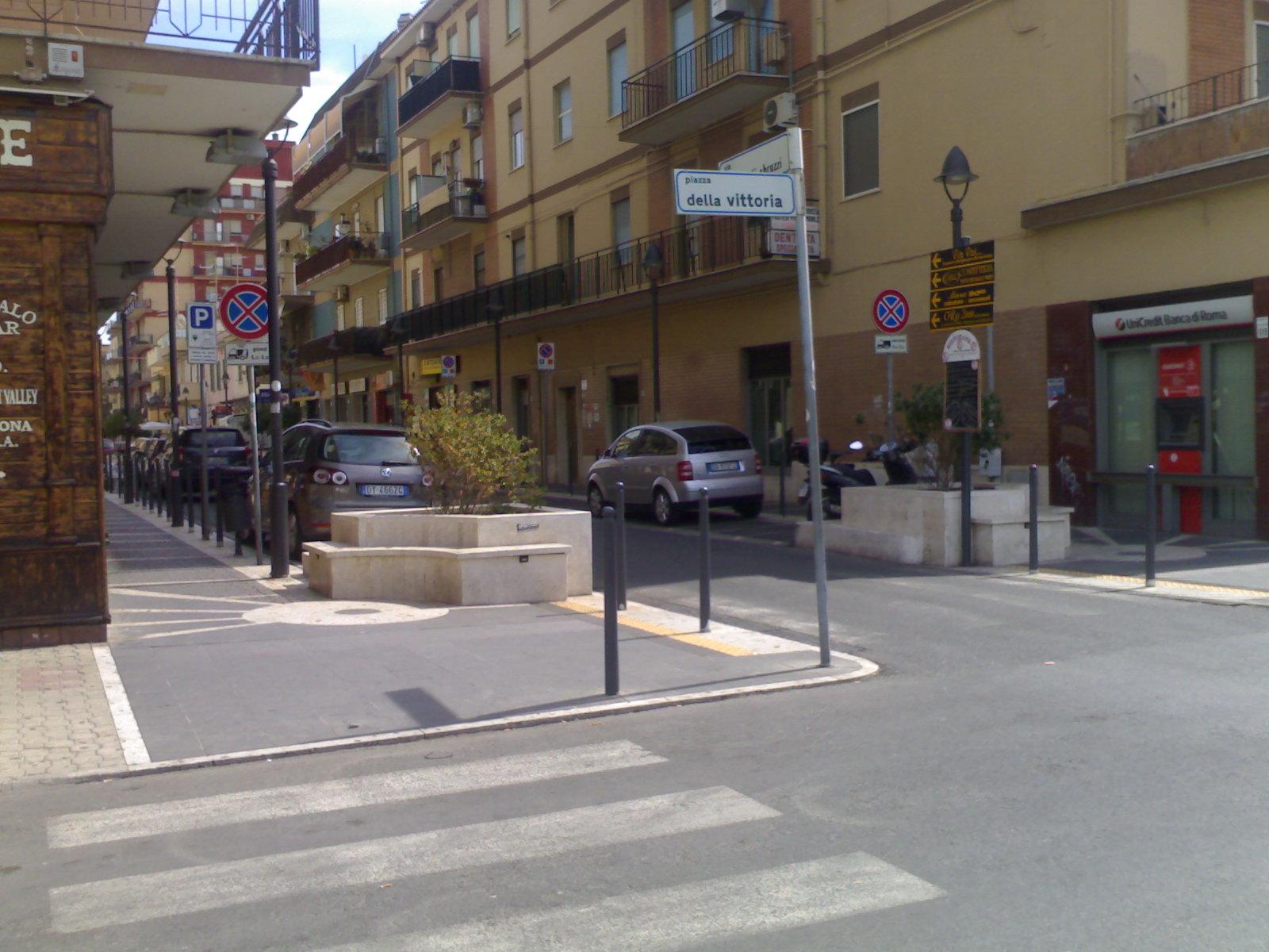 Roma fa schifo ma tu guarda se sull 39 arredo urbano le for Arredo urbano roma